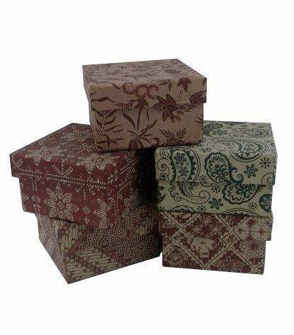 gift box motif batik